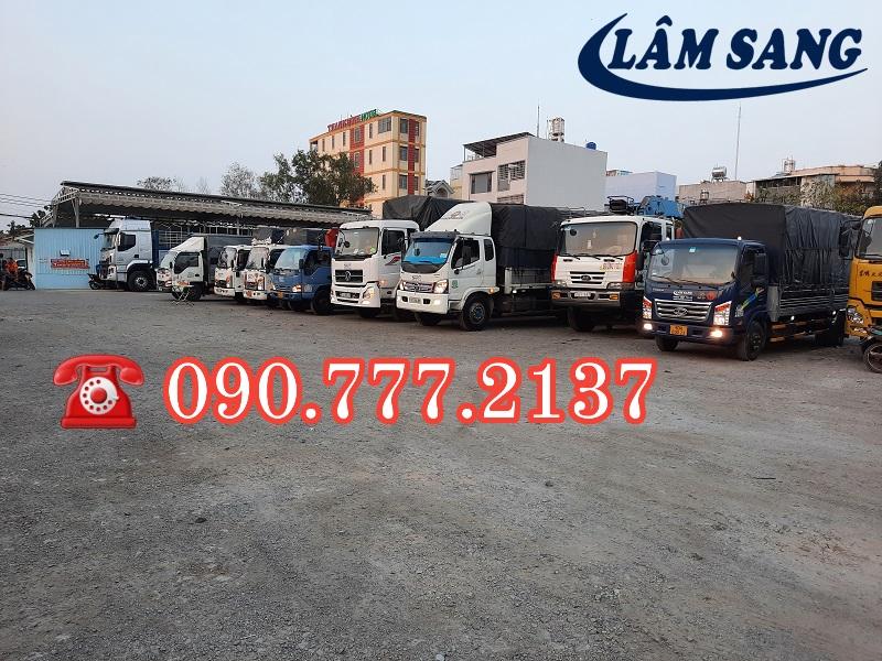 Xe tải nhận chở hàng